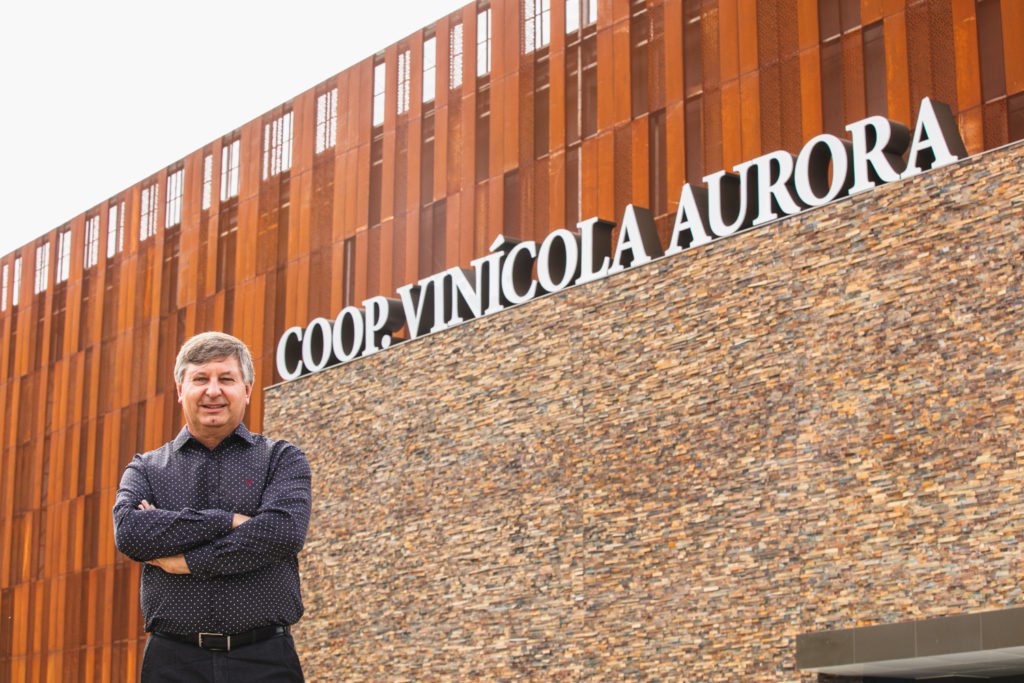 Hermínio Ficagna, Superintendent Director of Aurora Winery at Organic Newspaper
